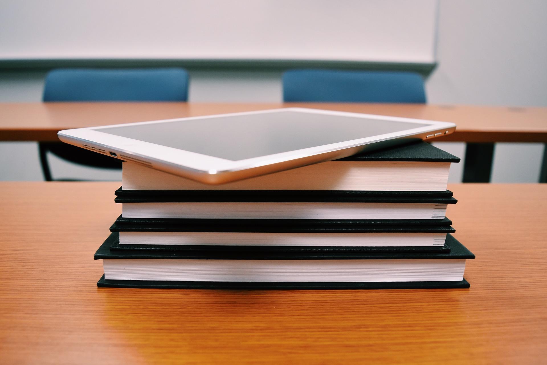 ด้านการผลิตบัณฑิต เรื่อง กิจกรรมการจัดการเรียนการสอนที่หลากหลายเพื่อพัฒนาผู้เรียน (KM)
